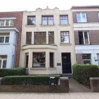 In supermooie Venneborglaan  nabij Rivierenhof<br /> Voortuin , prachtige gevel , hall<br /> gelijkvloers ( mogelijk met aparte ingang voor praktijkru