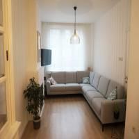 OPP 148M2, BEW 170M2, ALLES gerenoveerd in 2013<br /> hall , mooie lichte living , ingerichte keuken , veranda en tuin en tuinhuis<br /> 3 slaapkamers