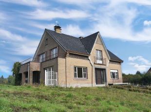 Deze te renoveren villa is gelegen te Nederbrakel in het hartje van de Vlaamse Ardennen. Het pand ligt op een perceel van 7a68ca langs de N8. Winkels,