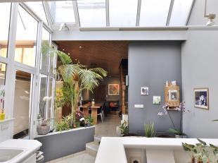 Ontdek zelf de vele mogelijkheden achter deze gevel! Deze woning zal u verrassen met zijn lichtrijke keuken en veel ruimte. Gelegen in een rustige str