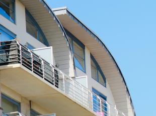 Prachtige penthouse op slechts 100 meter van het strand! In de levendige badstad De Panne bevindt zich deze penthouse van het bouwjaar 2005. Deze bied