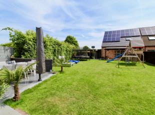 Rustig gelegen driegevel woning met prachtige tuin en praktijkruimte! Deze perfect instapklare gezinswoning is gelegen in een doodlopende straat aan h