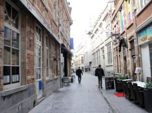Deze zeer goed draaiende handelszaak is gelegen binnen het winkel-kerngebied van Leuven in de befaamde culinaire Muntstraat waar het bruist van de act