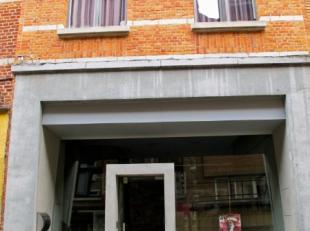 In het hartje van Leuven, gelegen in de opgewaardeerde Parijsstraat en vlak naast de Oude Markt, kan u deze gerenoveerde handelszaak terugvinden. Afge