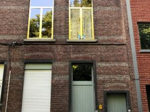 In centrum Leuven, langs de Kruidtuin, kan u dit knusse opbrengstpand terugvinden, steeds erg goed onderhouden geweest en zeer praktisch ingedeeld. Om