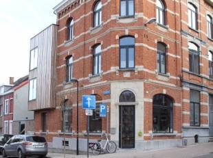 Uitzonderlijk goed gelegen hoekgebouw in het hart van Leuven centrum! Werd volledig vernieuwd + uitgebreid met een stuk nieuwbouw in 2016. Lichtinval,