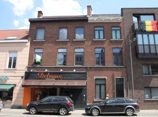 Deze schitterende handelszaak kan u terugvinden in de stadsrand van Leuven: in het bruisende Heverlee. Omvattende op het gelijkvloers: grote winkelrui