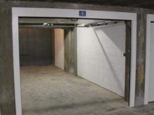 Goedgelegen autostaanplaats, maar liefst 7,10m diep x 2,80m breed = 19,88m²! in de ondergrondse garage met dubbele automatische poort en ruime in