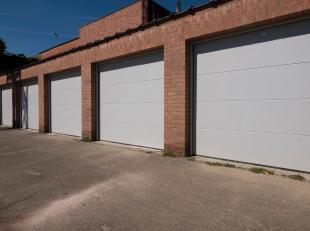 Garagebox met nieuwe sectionale poort vlakbij centrum Heverlee, sportoase, expresweg, ... Gelegen bij Residentie Engelbert en zeer makkelijk te bereik