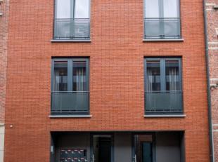 U vindt deze studentenunit terug in het bruisende centrum van Leuven. De Lepelstraat is het middelpunt van Leuven, waardoor je je midden tussen alle f