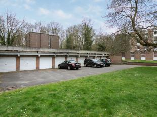 Deze afgesloten garagebox kan u vinden in Heverlee, Tervuursevest 123. Voor de afgesloten box is nog een autostaanplaats beschikbaar. De garagebox is