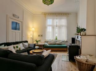 Charmante rijwoning in Leuven te koop. De woning heeft een grote, open leefruimte. De badkamer is voorzien van een ruime inloopdouche. Het huis heeft