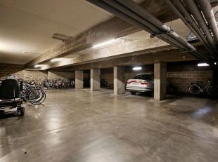 Deze goedgelegen autostaanplaats in een ondergrondse garage met elektrische poort, bevindt zich aan de Kapucijnenvoer. Vlakbij de ring van Leuven, in
