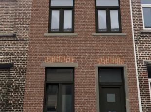 In het hart van Leuven, kan u deze gezellige stadswoning terugvinden. Ideaal voor starters of als investering! De woning is volledig vernieuwd met het