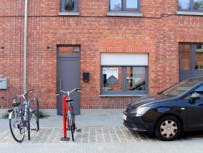 Deze woning is perfect voor beginners, gelegen in een rustige, doodlopende straat aan de vernieuwde Kapucijnenvoer. Directe verbinding met E40! De won