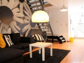 Aan een leuk plein in Leuven kan u deze ruime woning terugvinden, zeer smaakvol gerenoveerd. Gelegen op een zeer toegankelijke locatie met onmiddellij