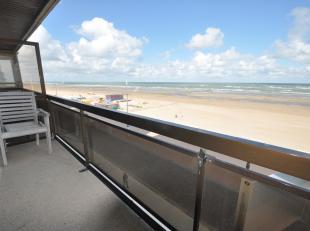 Zeer goed onderhouden appartement op de 3de verdieping mooi gelegen op de zeedijk en dichtbij het centrum. Living met prachtig zeezicht en ruim balkon