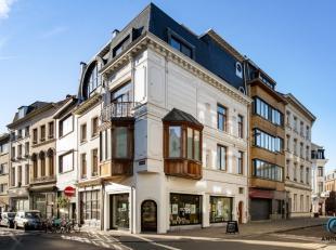 Volledige instapklare gerenoveerde commerciële ruimte, gelegen aan de populaire buurt het Eilandje. Bestaande uit : Commerciële ruimte zelf