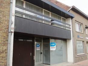 Deze te renoveren woning bevindt zich op slechts 50 meter van de markt in Lichtervelde.<br /> De woning is gelegen in een rustige straat met é