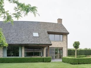 Deze instapklare villa is gelegen in een oase van groen in het mooie Hertsberge.<br /> Indeling: Inkomhal, toilet, volledig geïnstalleerde keuken