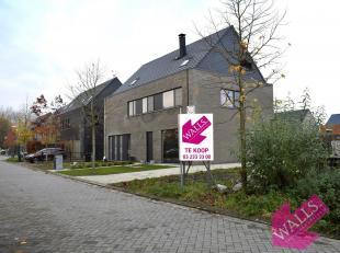 Schitterend gelegen bouwgrond van 380 m² voor een halfopen bebouwing met een perceelbreedte van 10 meter, ruime tuin en garage naast de woning. C