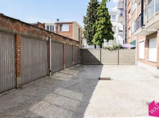 Gesloten garagebox op toplocatie te Deurne in kleinschalig gebouw. Ideaal als investering of eigen gebruik. Meer info www.walls.be of 0472 46 14 50