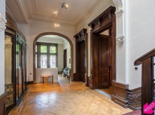Prachtige kantoren/showroom te huur in een prestigieus herenhuis aan de Frankrijklei. Het pand beschikt over een sous sol verdieping, gelijkvloerse op