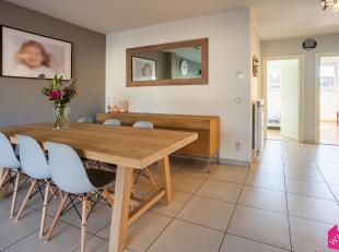 Dit modern en instapklaar gelijkvloers appartement bevindt zich op een boogscheut van Hoboken centrum en Antwerpen stad. Gelegen in een aangename stra