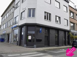 Horeca pand gelegen de hoek tussen Lange Slachterijstraat en Lobroekstraat. Door de ligging vlakbij Park Spoor Noord, Basic - Fit, Antwerp Boxing Acad