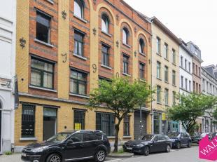 """Deze handelsgelijkvloers is gelegen in de Museumstraat, vlakbij het Museum Van Schone Kunsten.Het pand is gelegen recht tegenover """"Delhaize"""", vlakbij"""