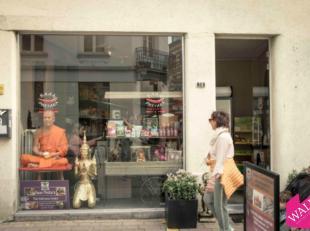 """Deze winkel is gelegen in de Kloosterstraat, vlakbij """"FRED"""",""""Nadine Wijnants"""", """"Joe Merino"""", """"Zyso"""", """"Monique Stam"""" e.a. In de huurprijs is de kost va"""
