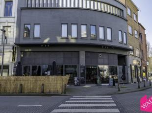 Dit hoekpand is gelegen op het Zuid, vlakbij de Vlaamse Kaai en het Museum van Schone Kunsten.Deze handelsgelijkvloers is ideaal voor horeca. Enkel ti