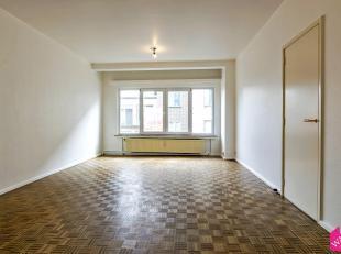 Berchem - De Merodelei: Zeer mooi en licht éénslaapkamer appartement met terras (circa 5m2) gelegen op de vijfde verdieping van een klei