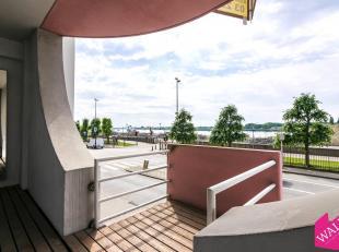 Luxueus afgewerkt appartement met een mooi zicht op de Schelde! Op de 1ste verdieping van een verzorgd gebouw vindt u dit riant appartement. Onmiddeli