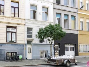 Gerenoveerd 1 slaapkamer appartement met terras op goede ligging op het Zuid. Onmiddellijk beschikbaar. Leefruimte op parket, open ingerichte keuken v