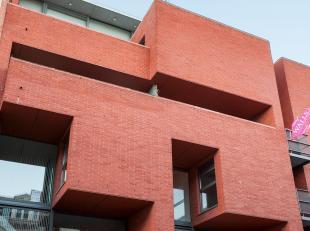 Prachtig duplex appartement op het Zuid met ondergrondse garage, terras, twee ruime slaapkamers.<br /> Indeling :<br /> Tweede verdieping :<br /> Afzo