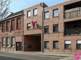 Zeer licht en ruim duplex appartement in het centrum van Lier met terras en autostaanplaats. Beschikbaar vanaf 1-12 . Indeling: ruime leefruimte met o