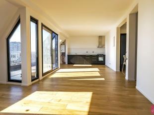 Volledig gerenoveerd, ruim 2 slk dakappartement in een zeer charmant gebouw op goede ligging. Prachtige afwerking! Het appartement is geschilderd, mom
