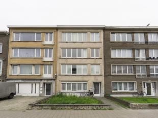 Ruim, perfect onderhouden appartement met 1 slaapkamer, bureau ruimte en zonnig terras. Beschikbaar vanaf 1 januari . Indeling: inkomhal met vestiaire