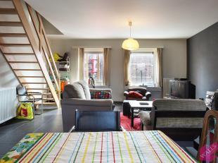 Zeer licht en ruim duplex appartement in het centrum van Lier met terras en autostaanplaats. Gelegen in een recente nieuwbouw van 2009. Het appartemen
