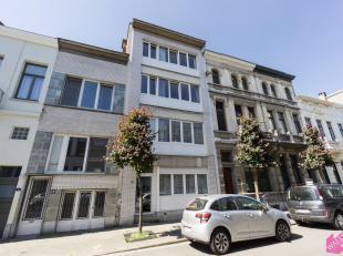 Volledig gerenoveerd gelijkvloers appartement met tuin gelegen op het Antwerpse Zuid, dichtbij de Waterpoort en Lambermontplaats. Beschikbaar vanaf 1