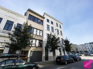 Zonnig appartement op een toplocatie nabij de Lambermontplaats op het trendy Zuid. Dit karaktervol appartement combineert een moderne stijl met authen