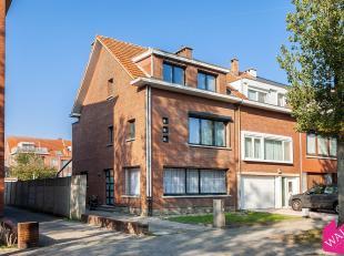 Bent u op zoek naar een ruime woning met tuin en garage in een rustige en zeer kindvriendelijke woonwijk? Dan is deze halfopen bebouwing zeker een bez