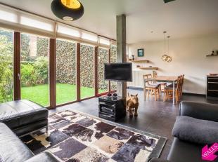 Al wie op zoek is naar een plek om thuis te komen te midden van een bruisende stad als Antwerpen en wil genieten van een zonnige en rustige binnentuin