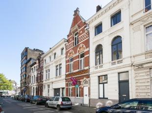 Gelegen in een rustige straat biedt deze karakteristieke herenwoning elementen zoals hoge plafonds en houten vloeren. Beschikbaar vanaf 1 juni. De won
