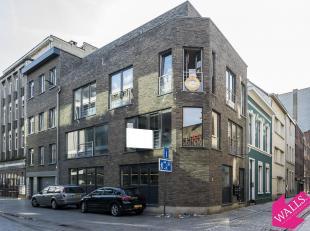 Centraal gelegen nieuwbouw gelijkvloers studio vlak bij het station! Indeling: ruime leef/slaapruimte met veel lichtinval, open keuken (voorzien van e