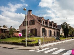 Deze prachtigevrijstaande villa is gelegen tegenover het gemeentelijk park van Boom in een residentiële en standingsvolle straat. De rustieke woo