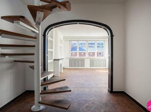 Bent u op zoek naar een instap klaar en gerenoveerd appartement met charmante authentieke elementen in hartje Antwerpen? Dan helpen wij u graag verder