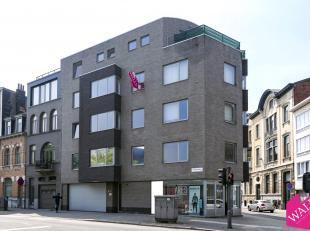 In een recent appartementsgebouw (2005), genaamd 'Residentie Lausane', vinden we dit knusse en lichtrijk 1-slaapkamer appartement. Het appartement bev