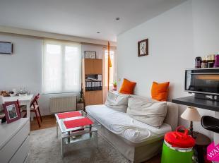 Bent u op zoek naar een leuke flat met terras in een kleinschalig gebouw? Dan hebben wij deze woonst voor u gevonden! Het appartement is gelegen midde